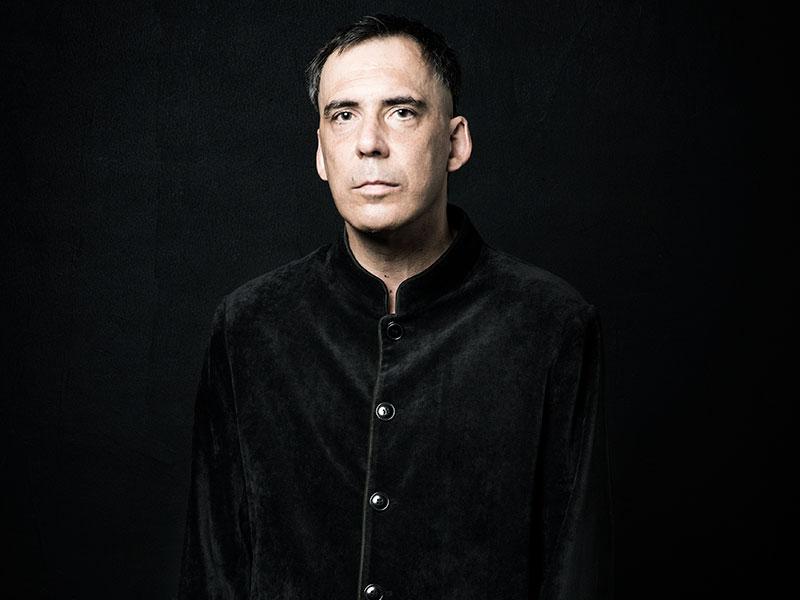 """Arnaldo Antunes apresenta o show """"A Casa é Sua"""" no Cine Brasil"""